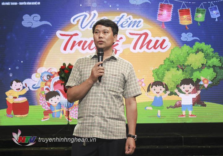  Đồng chí Phan Văn Thắng - Phó Giám đốc Đài PT-TH Nghệ An thay mặt Ban Giám đốc chúc các cháu luôn chăm ngoan, học giỏi, vui chơi an toàn, đón Tết Trung thu 2019 thật trọn vẹn, ý nghĩa.  