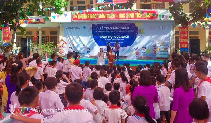 Ngày hội đọc sách cùng chị Hằng, chú Cuội tại trường Tiểu học Hợp Thành