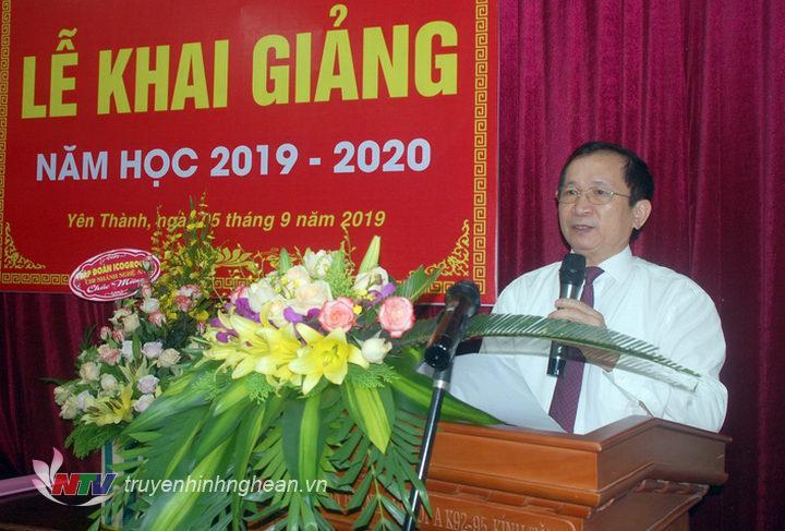 Phó Chủ tịch UBND tỉnh Đinh Viết Hồng phát biểu tại buổi lễ.