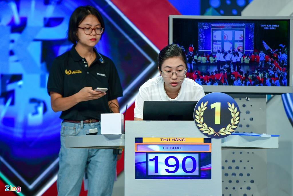 Thu Hằng đánh bại 3 nam sinh ở trận chung kết.