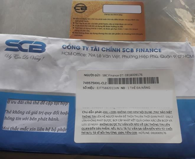 Các đối tượng lừa đảo gửi thẻ tín dụng giả qua đường bưu điện nhằm chiếm đoạt tiền của khách hàng.