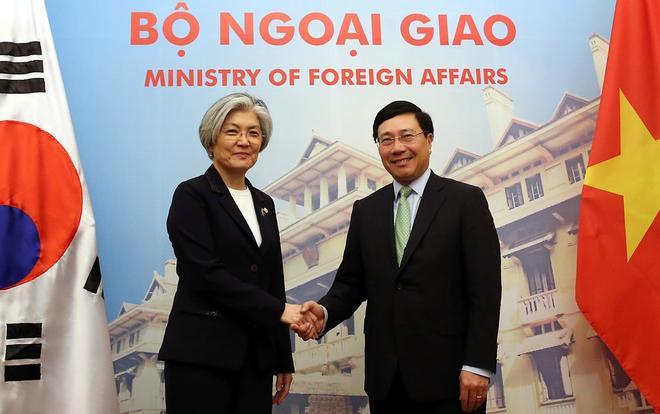 Phó thủ tướng, Bộ trưởng Ngoại giao Phạm Bình Minh tiếp bà Kang Kyung Wha tại Hà Nội hồi tháng 3/2018.