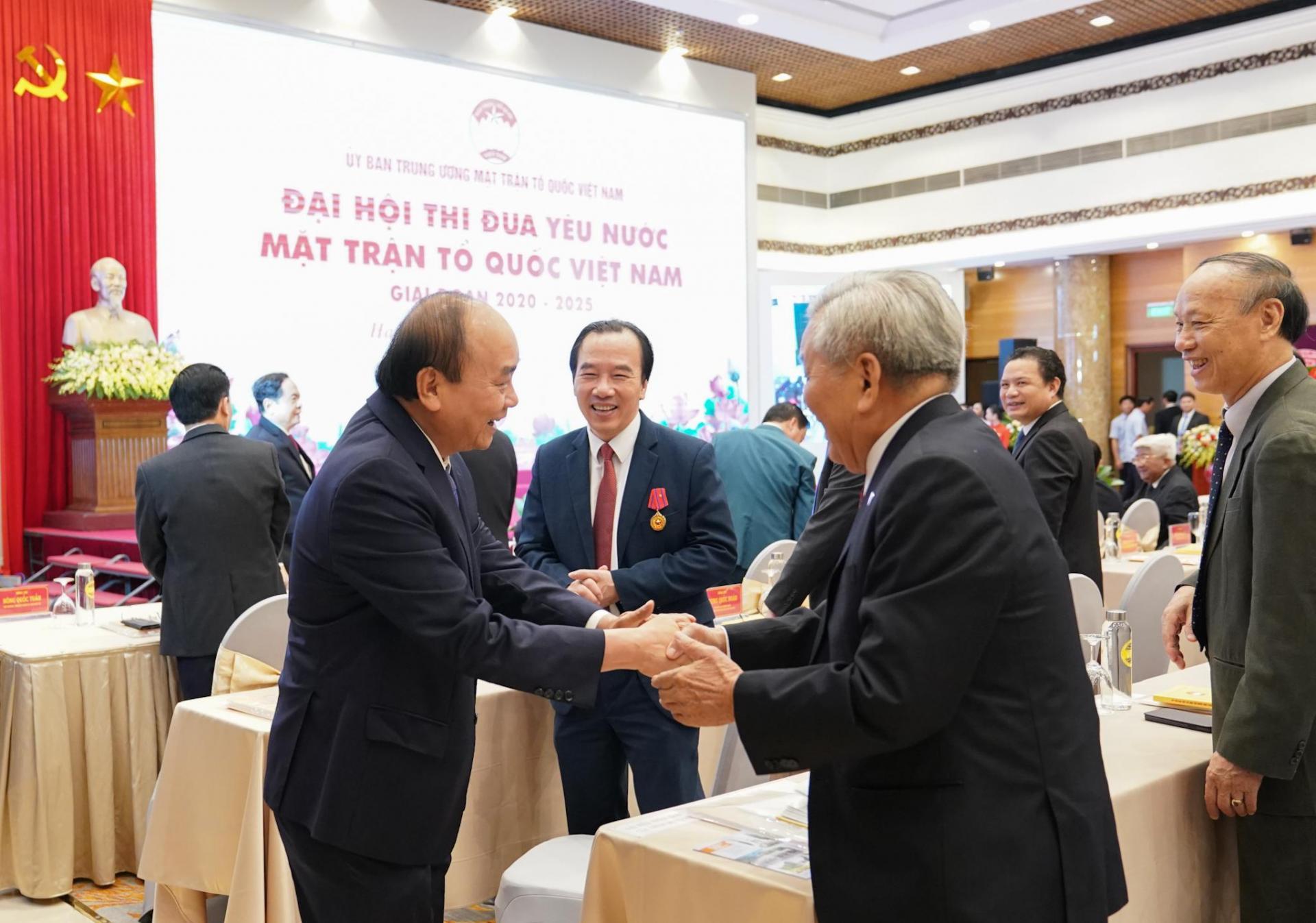 Thủ tướng Nguyễn Xuân Phúc cùng các đại biểu dự Đại hội.