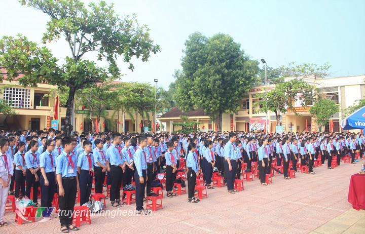 Không khí khai giảng tại huyện Anh Sơn.