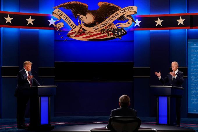 Tổng thống Trump (trái) và ứng viên đảng Dân chủ Joe Biden trong cuộc tranh luận ở Ohio ngày 29/9. Ảnh: AFP.