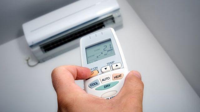 Các gia đình chú ý hẹn giờ hoặc tắt điều hòa khi nhiệt độ phòng đã mát. Ảnh minh họa.