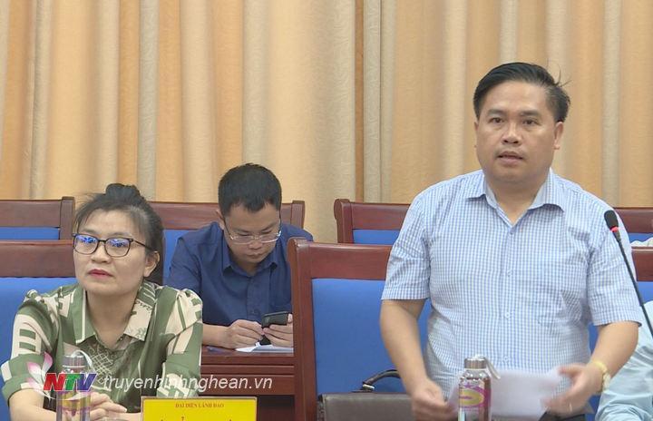 Phó Giám đốc Sở Công thương Trần Thanh Hải báo cáo tại buổi làm việc.