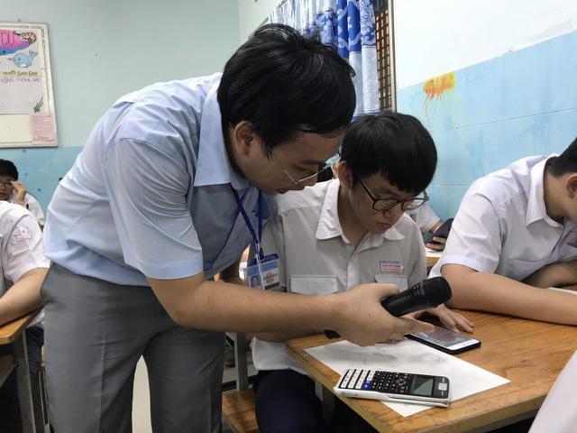 Học sinh sẽ được sử dụng điện thoại di động nếu phục vụ cho việc học tập và được giáo viên cho phép. Ảnh minh họa.
