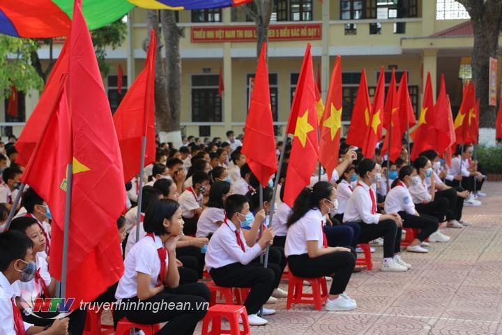Không khí khai giảng tại huyện Đô Lương.
