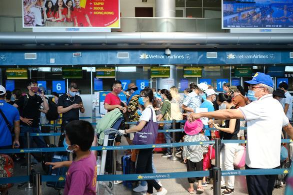 Hành khách đến sân bay rời khỏi Đà Nẵng ngày 27-7-2020