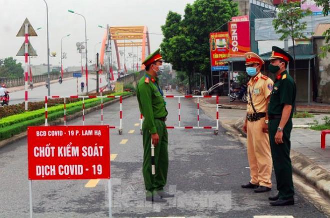 Ngày 31/8, tỉnh Hà Nam phải phong toả khu dân cư Đình Tràng gần 1 tháng vì bệnh nhân 620 cư trú tại đây.