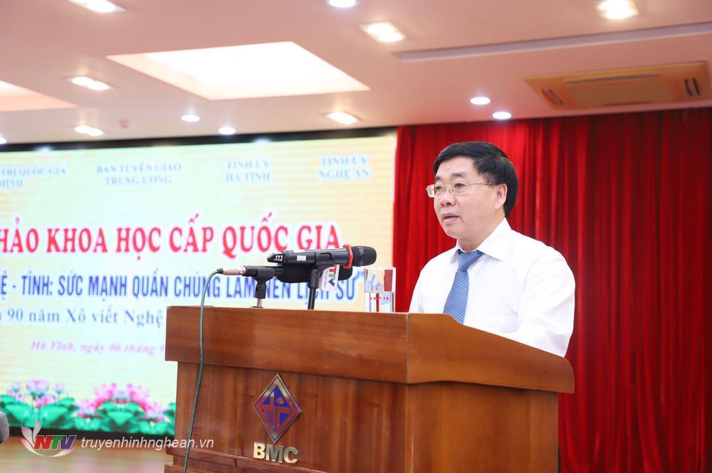 Đồng chí Nguyễn Văn Thông - Phó Bí thư Tỉnh uỷ Nghệ An trình bày tham luận tại hội thảo.