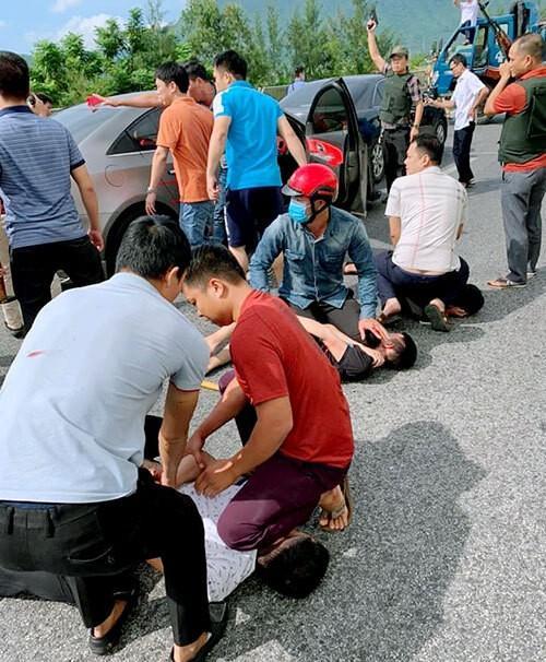 Nhóm đối tượng bị lực lượng công an bắt giữ.