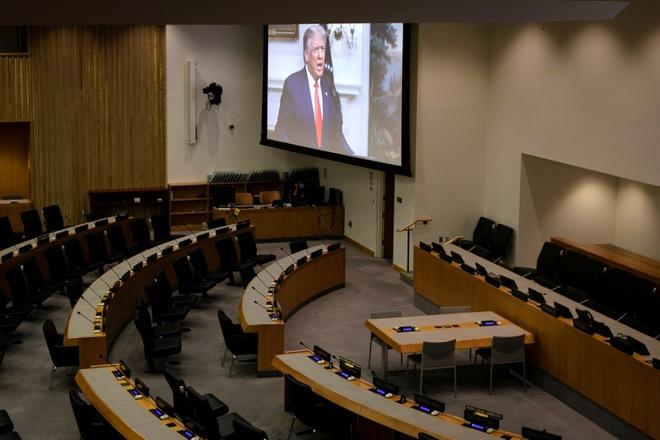 Tổng thống Mỹ Donald Trump trong bài phát biểu thu sẵn phát trên màn hình tại phiên họp toàn thể lần thứ 75 của Đại hội đồng Liên Hợp Quốc - được tổ chức trực tuyến - ở New York ngày 22/9. Ảnh: Reuters.