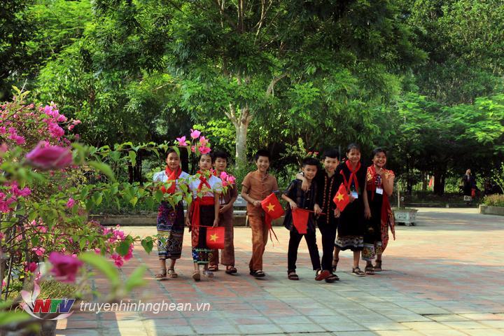 Trường PTDTNT THCS Tương Dương là nơi theo học của com em đồng bào dân tộc Ơ đu, Mông, Khơ mú, Tày poọng, Thái và Kinh.