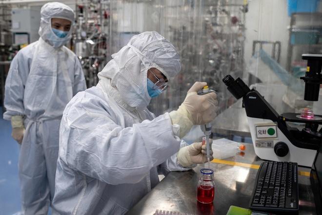 Trung Quốc đã cấp phép sử dụng cho 2 loại vaccine Covid-19, sử dụng cho những nhóm đặc biệt như quân đội và nhân viên y tế. Ảnh: AFP.