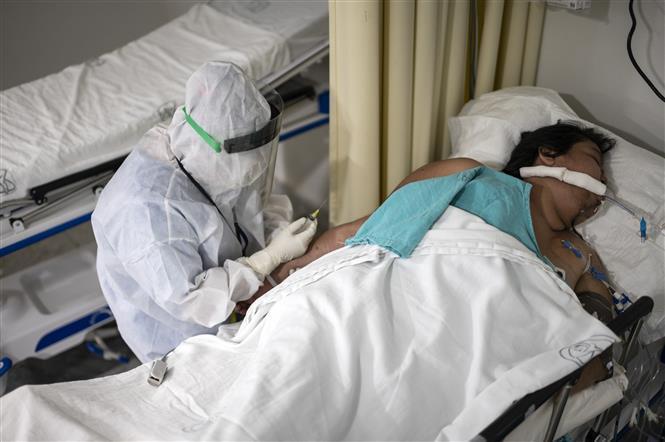 Bệnh nhân nhiễm COVID-19 điều trị tại bệnh viện ở Mexico City, Mexico.
