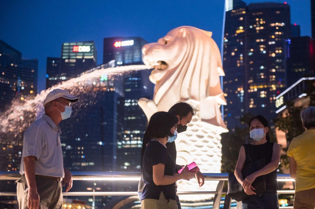 Singapore là nước tiên phong trong chiến lược sống chung với virus. Ảnh: AFP
