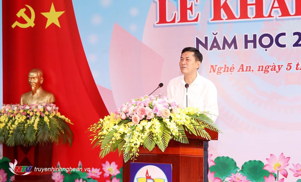 PGS-TS Thái Văn Thành - Giám đốc Sở Giáo dục và Đào tạo đọc thư của Chủ tịch nước.