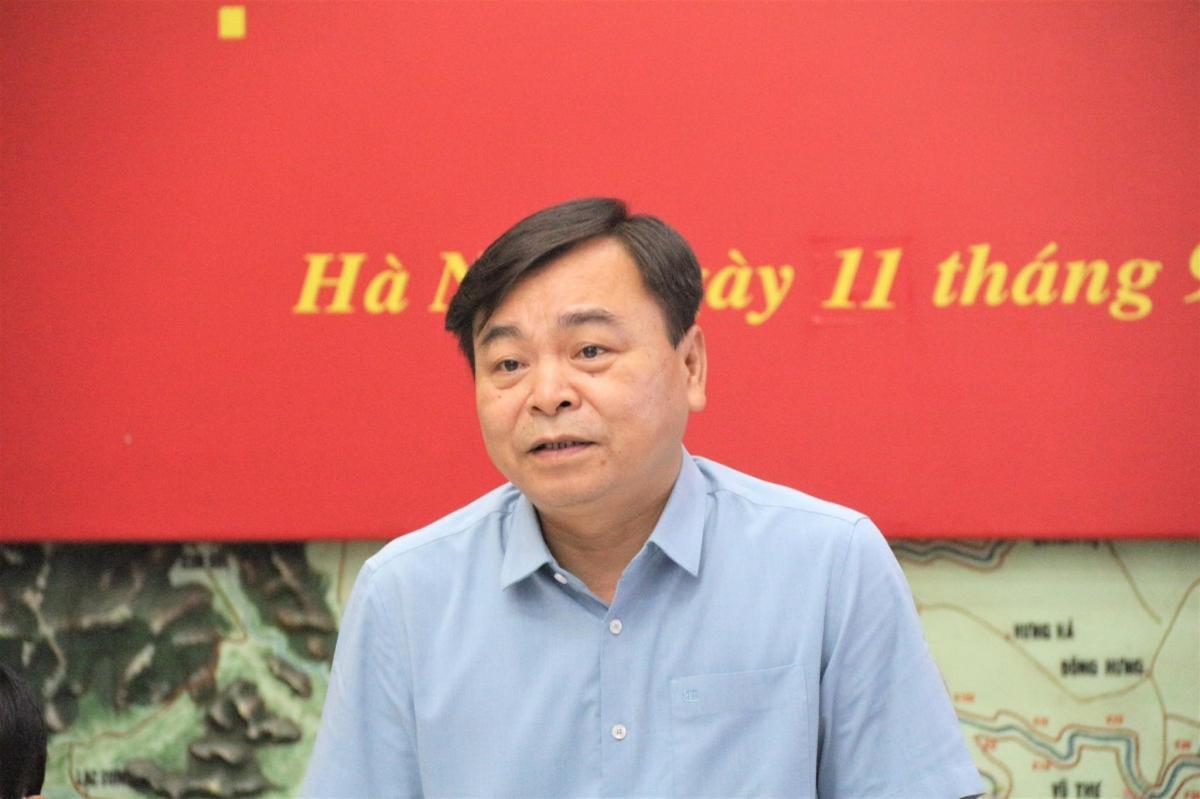 Thứ trưởng Nguyễn Hoàng Hiệp phát biểu chỉ đạo tại cuộc họp.