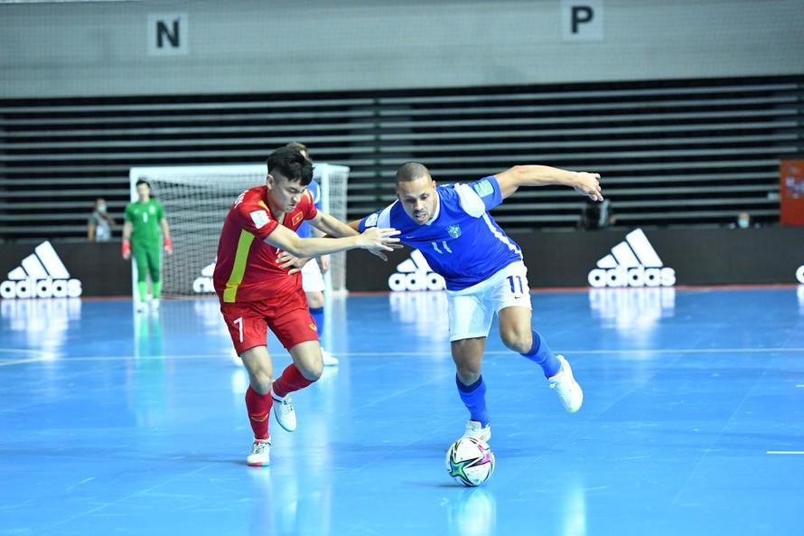 Một mình Ferrao ghi 4 bàn vào lưới đội tuyển futsal Việt Nam. Ảnh: internet
