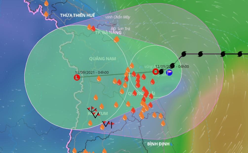 Bão số 5 suy yếu trước khi di chuyển vào đất liền từ Đà Nẵng đến Quảng Ngãi sáng 12/9. Ảnh: VNDMS.