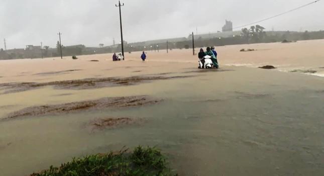 Bão số 5 gây mưa to, lũ tại tỉnh TT-Huế