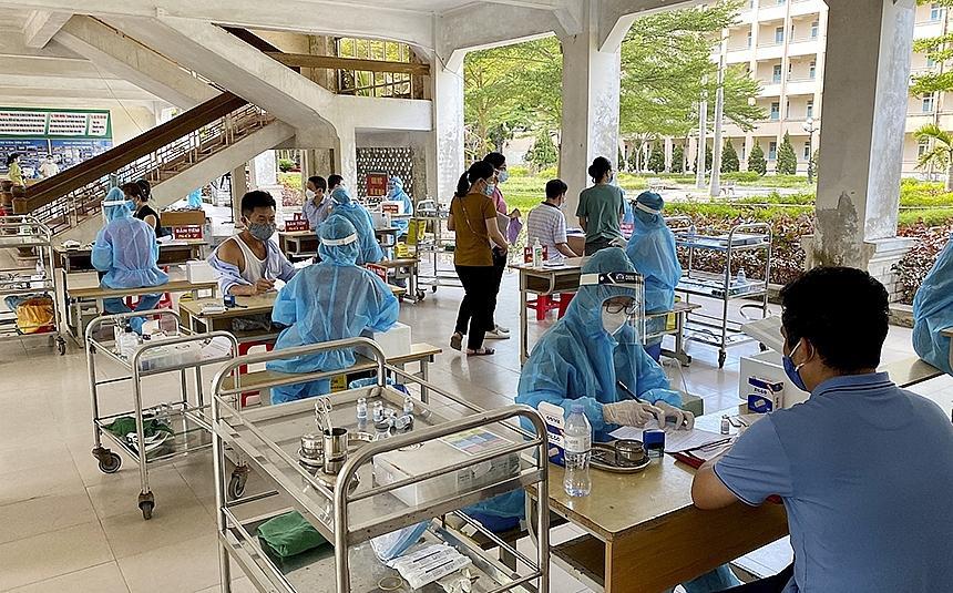 Theo thống kê, tính đến nay đã có gần 8.000 công nhân lao động tại KKT Đông Nam đã được tiêm 1 mũi vắc-xin phòng ngừa Covid-19.
