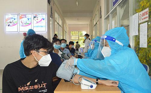 Theo hướng dẫn mới nhất của Bộ Y tế, không cần đo huyết áp tất cả người tiêm vaccine