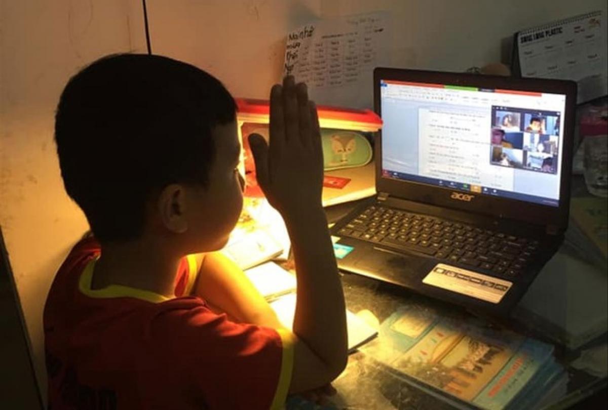 Nhiều địa bàn trong tỉnh Nghệ An hiện đang triển khai dạy và học bằng hình thức online để phòng, chống dịch. Ảnh: internet