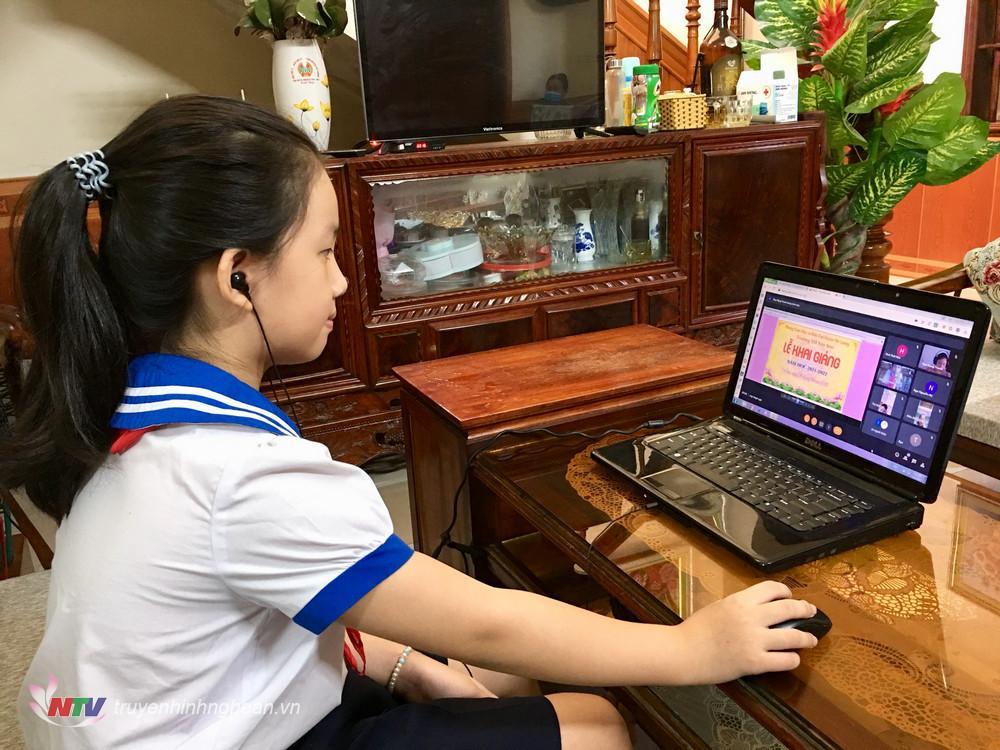 Năm học 2021- 2022, huyện Đô Lương có 50.000 học sinh nhập học. Trong đó Mầm non trên 13.000 em, Tiểu học 18.000 em, THCS 11.000 em, THPT 6.000 ngàn và GDTX trên 800 em. Ảnh: Ngọc Phương