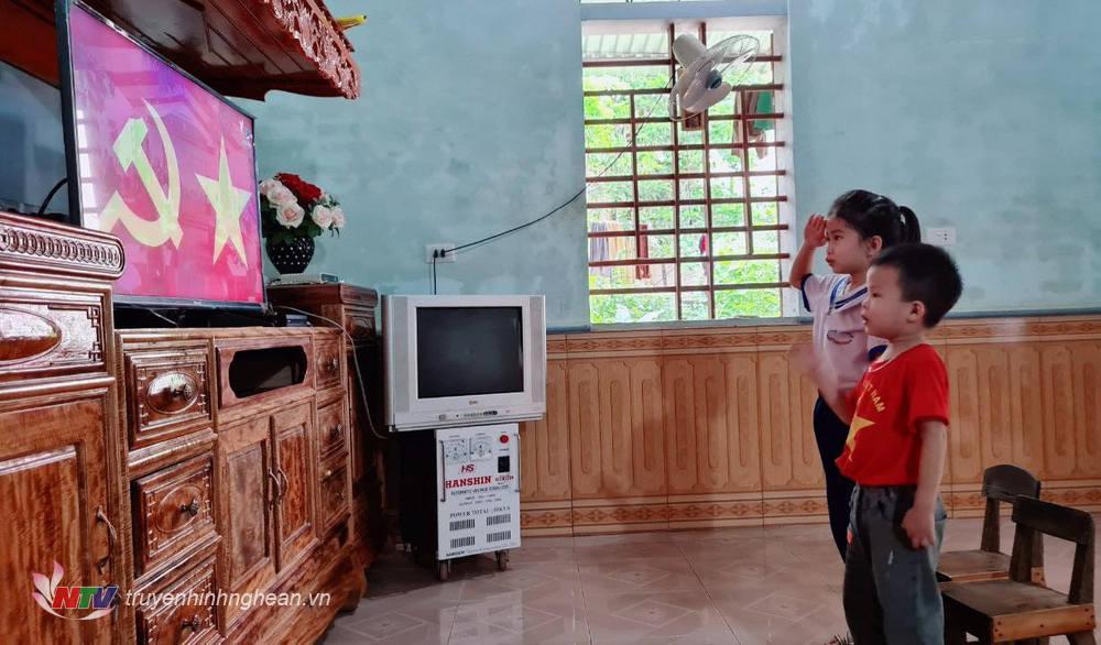 Sáng nay 5/9, hơn 34.000 học sinh huyện Nghĩa Đàn dự lễ khai giảng trực tuyến qua sóng truyền hình.