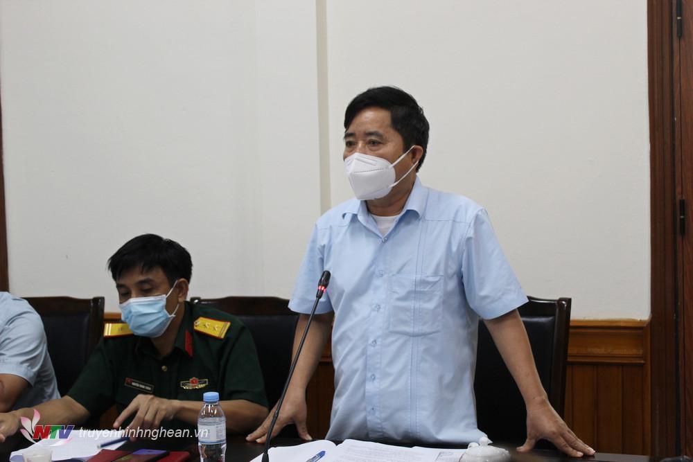 Phó chủ tịch UBND huyện Nguyễn Văn Qúy phát biểu ý kiến tại hội nghị