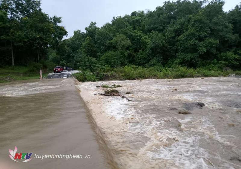 Tràn Khe Hao ở xã Tân Hợp bị ngập.