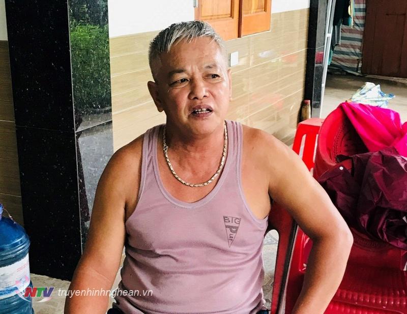 ông nguyễn Văn Thuận đang kể lại sự việc.