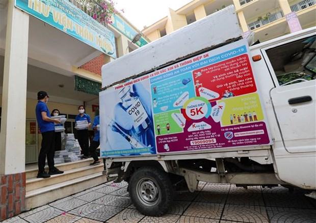 Nhiều trường học trên địa bàn Thủ đô phối hợp với Đoàn thanh niên sở tại, để hỗ trợ chuyển SGK tới học sinh trước ngàykhai giảngnăm học mới.