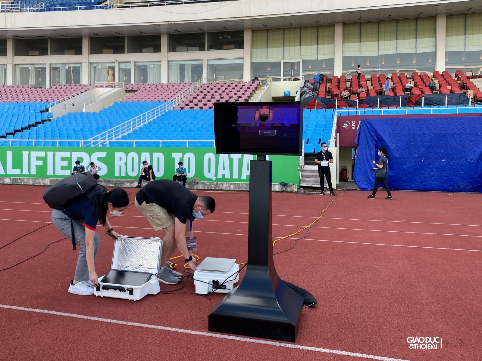 Đây là lần đầu tiên công nghệ VAR được đưa vào sử dụng trên sân Mỹ Đình.