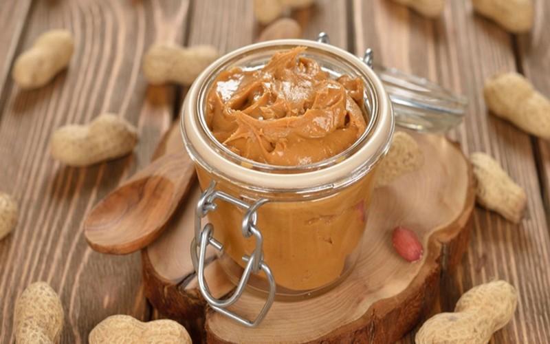 Bơ đậu phộng là một nguồn cung giàu chất sắt, cung cấp lượng sắt cần thiết cho cơ thể và giúp ngăn ngừa thiếu thiếu máu.