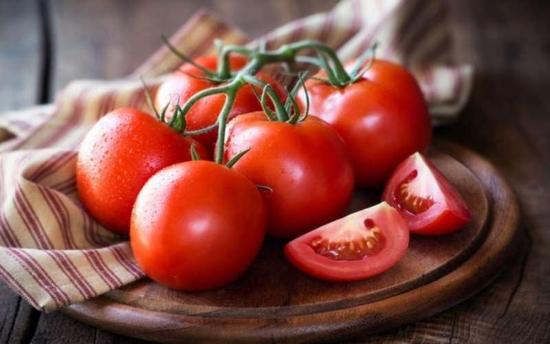 Vitamin C là thành phần chính trong cà chua cùng với lycopene, hai chất này giúp cho việc hấp thụ sắt tốt hơn, ngăn ngừa nguy cơ bị thiếu máu.