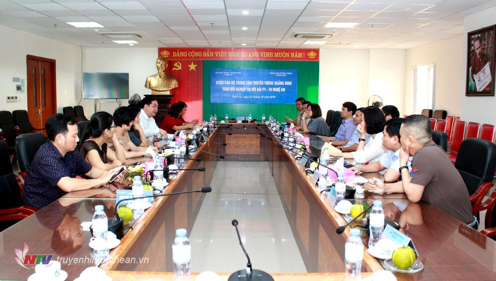 Đoàn cấn bộ Trung tâm Truyền thông Quảng Ninh trao đổi nghiệp vụ tại Đài PT-TH Nghệ An.