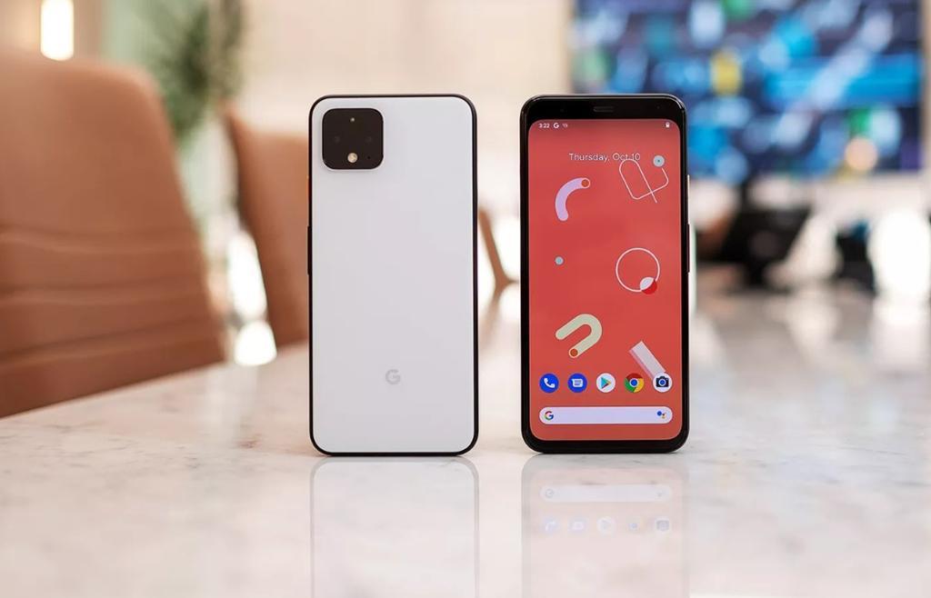 """Thiết kế của bộ đôi này khá giống với những thông tin bị """"lộ"""" trước đây. So với Pixel 3 XL, Pixel 4 XL đã được loại bỏ đi phần notch. Tuy nhiên, viền trên và dưới của thiết bị khá dày nếu so các đối thủ khác như Galaxy S10 hay Oppo Reno 10x Zoom."""