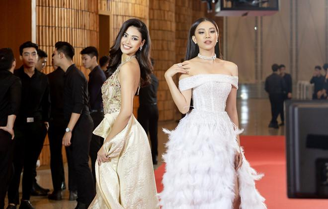 Đào Thị Hà (ảnh trái) vượt Thúy Vân, Hương Ly để dẫn đầu.