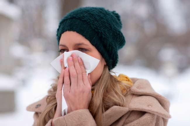 Cúm theo mùa: Tuy cúm theo mùa không đáng sợ như các dạng cúm khác, loại cúm này có tính lây lan rất cao và có thể khiến bạn khó chịu. Cúm theo mùa thường kéo dài khoảng một tuần. Sốt, ho, đau họng, sổ mũi, đau đầu và đau cơ là các triệu chứng phổ biến của cúm theo mùa.