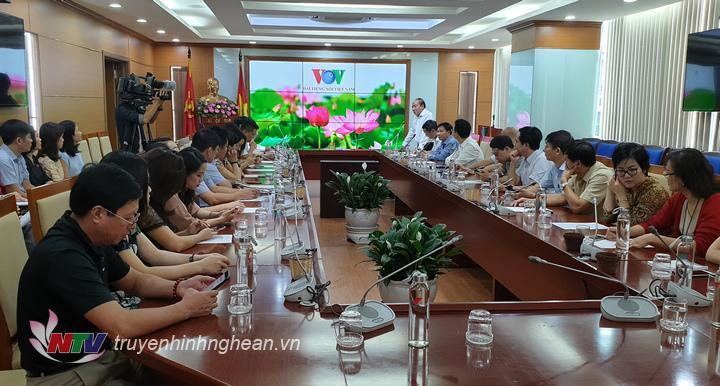 Đại diện lãnh đạo Đài Tiếng nói Việt Nam phát biểu chào mừng.