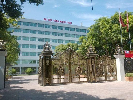 Đại học Công nghiệp Vinh là 1 trong 4 cơ sở giáo dục vừa bị Cục Quản lý chất lượng - Bộ GD&ĐT bổ sung vào danh sách các đơn vị phải dừng tổ chức kiểm tra, sát hạch, cấp chứng chỉ ứng dụng CNTT