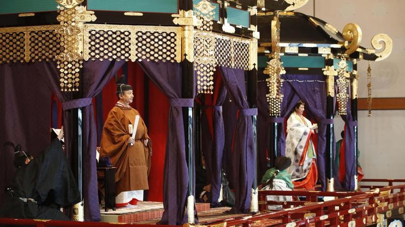 Nhật Hoàng Naruhito và Hoàng hậu Masako trong lễ đăng quang tại Hoàng cung Nhật Bản