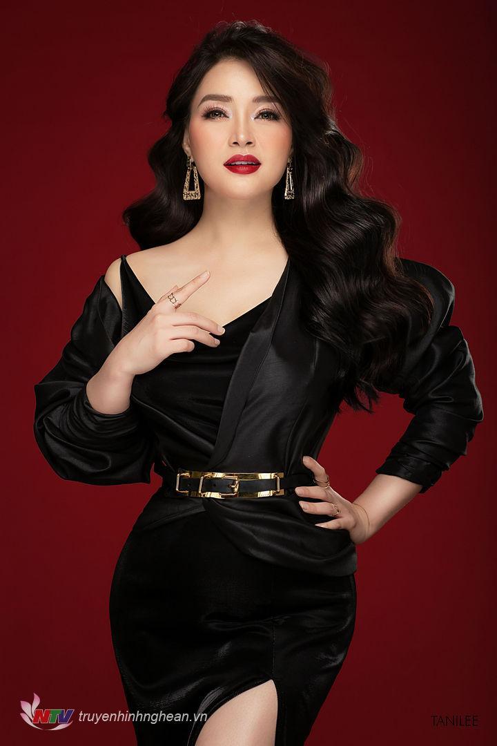   Tạo hình của ca sĩ Đinh Trang mang nét mới quyến rũ.  