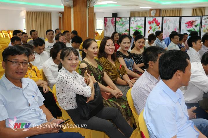 Nhiều doanh nhân nữ tham gia tọa đàm.