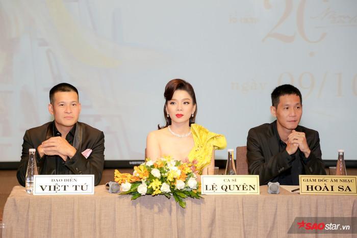 Đạo diễn Việt Tú (trái) và nhạc sĩ Hoài Sa (phải) trong buổi giới thiệu liveshow 20 năm ca hát của Lệ Quyên tại TP Hồ Chí Minh.