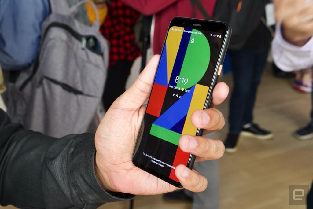 """Đồng thời, Google còn trang bị tính năng """"Ambient EQ"""" trên Pixel mới. Tính năng này có thể tự động điều chỉnh nhiệt độ màu trên màn hình smartphone cho phù hợp với môi trường xung quanh."""